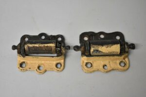 PAIR-OF-ANTIQUE-VICTORIAN-SPRING-DOOR-HINGES-HARDWARE-192223378473-2