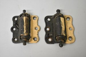 PAIR-OF-ANTIQUE-VICTORIAN-SPRING-DOOR-HINGES-HARDWARE-192223378473