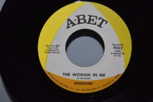 Chuck-and-Mariann-Soul-45RPM-Mint-1968-A-Bet-Records-The-Woman-In-Me-263005306564-2