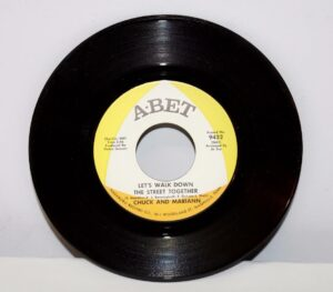 Chuck-and-Mariann-Soul-45RPM-Mint-1968-A-Bet-Records-The-Woman-In-Me-263005306564-3