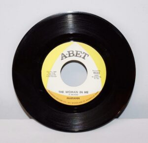 Chuck-and-Mariann-Soul-45RPM-Mint-1968-A-Bet-Records-The-Woman-In-Me-263005306564