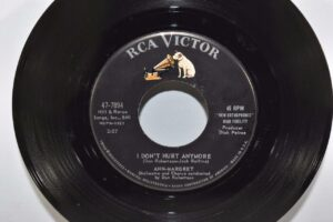 Ann-Margret-Pop-45RPM-RCA-Victor-Records-Mint-I-Dont-Hurt-Anymore-263025180842-4